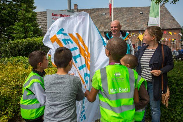 Buurtpreventie Minnebeek ontvangt buurtlabel Veilig Verkeer