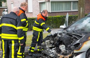 Auto vat spontaan vlam aan Bergsebaan in Wouw