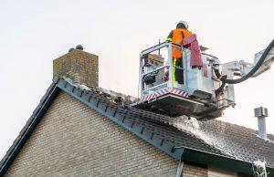 Uitslaande zolderbrand in woning aan Boutenslaan in Roosendaal