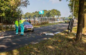 Dronken vrouw botst met auto tegen lantaarnpaal op Leemstraat