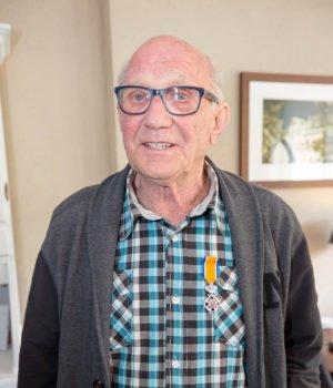 Oud-brandweerman Toine Hellemons ontvangt Koninklijke Onderscheiding in Roosendaal