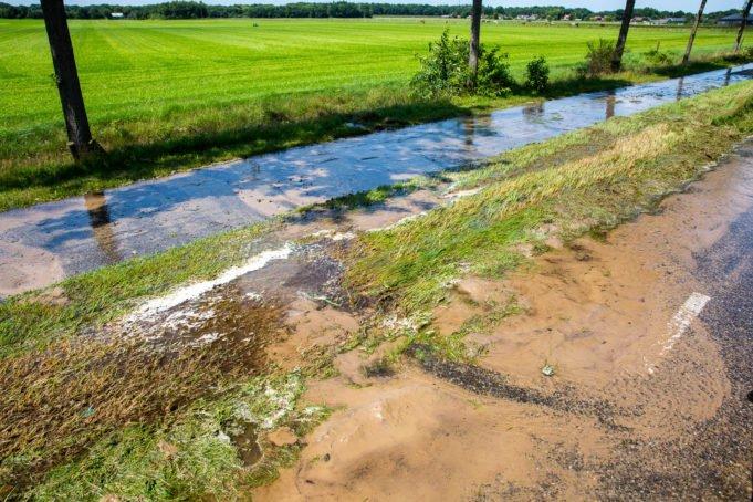 Waterleidingbreuk aan Roosendaalsebaan in Schijf