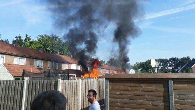 Overkapping en schuurtje in brand aan Lorentzstraat in Roosendaal