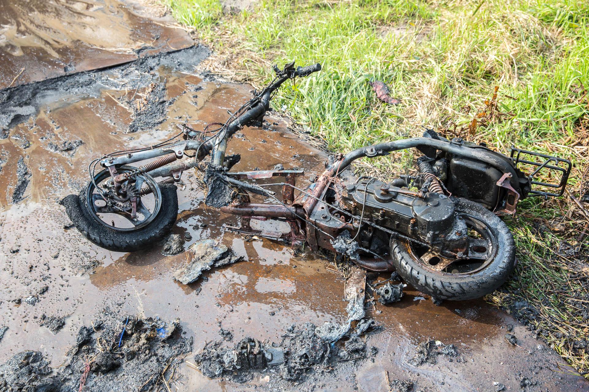 Bromfiets uitgebrand langs Watermolenbeek in Roosendaal