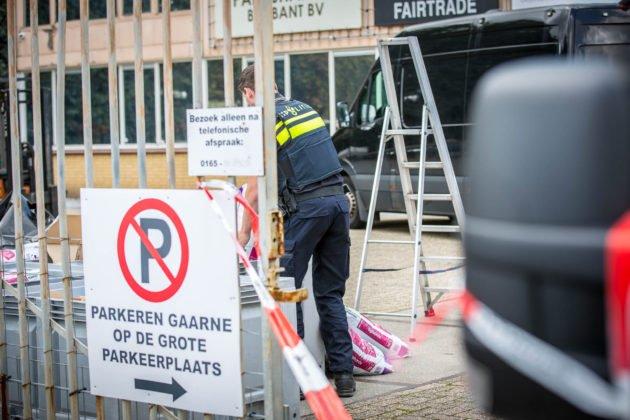 Grote hoeveelheid grondstoffen voor productie drugs aangetroffen in loods Rucphen