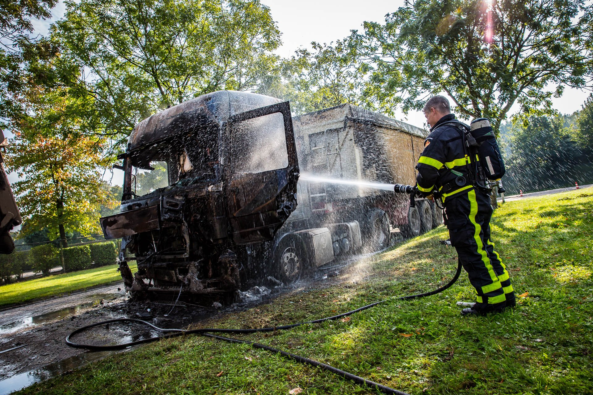 Vrachtwagen uitgebrand op industriegebied Borchwerf