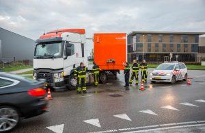 Trailer komt los van vrachtwagen op industriegebied Borchwerf II