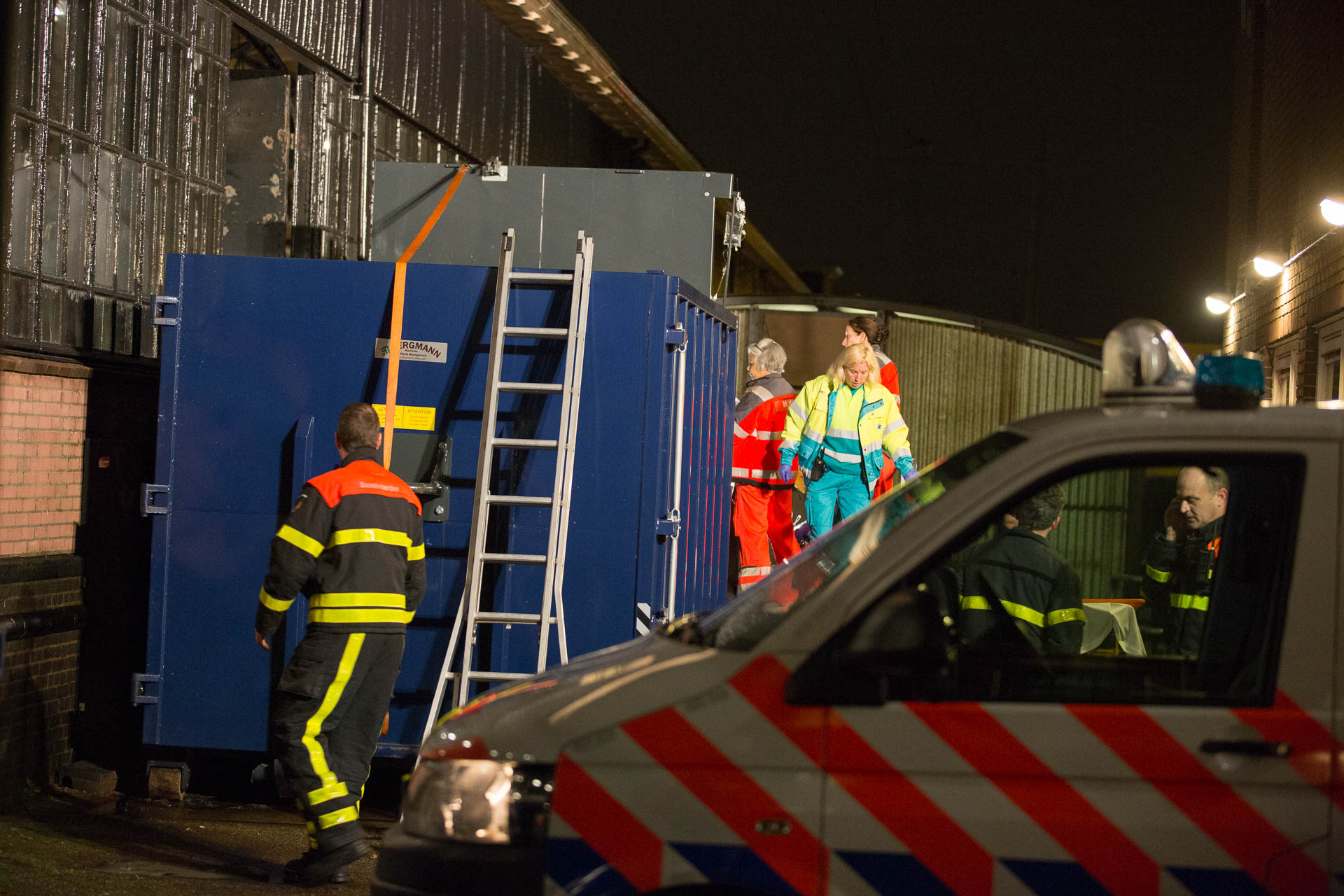 Slapende man bekneld in geactiveerde perscontainer op station Roosendaal