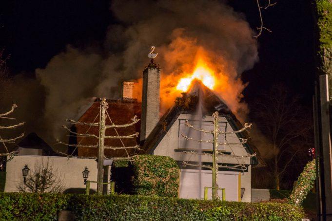 Politie onderzoekt woningbrand in Roosendaal