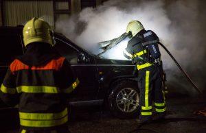 Auto in brand Opnieuw autobrand in de wijk Kroevenaan de Argon in Oud Gastel