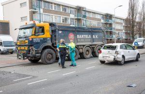 Gewonde bij ongeval met auto's en vrachtwagen in Roosendaal