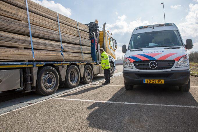 Politie houdt milieucontroles in Roosendaal en Moerdijk