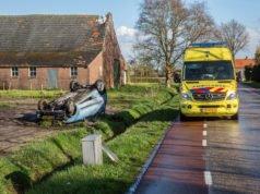 Auto belandt ondersteboven in weiland Roosendaal