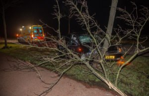 Bijrijdster gewond na eenzijdig ongeval op Vroenhoutseweg in Roosendaal