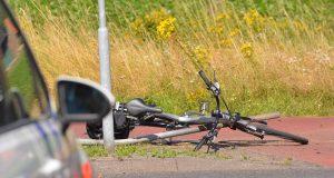 Fietsers gewond na verkeersongeval in Hoeven