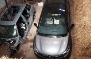 Twee gestolen auto's gevonden in loods Heijningen