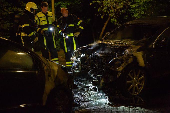 Twee auto's in brand aan Groeshof in Bergen op Zoom