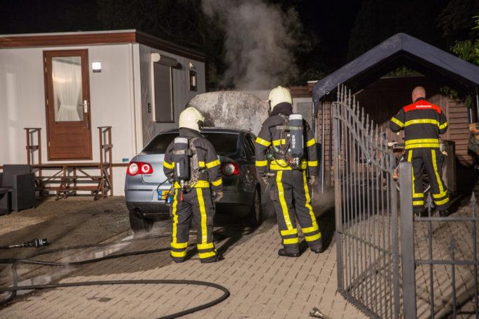 Auto verwoest door brand in Roosendaal