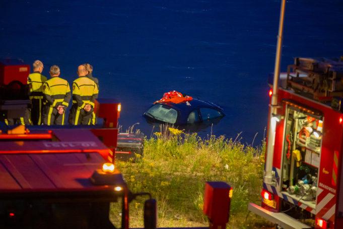 Dode automobilist gevonden na zoektocht bij Moerdijkbrug
