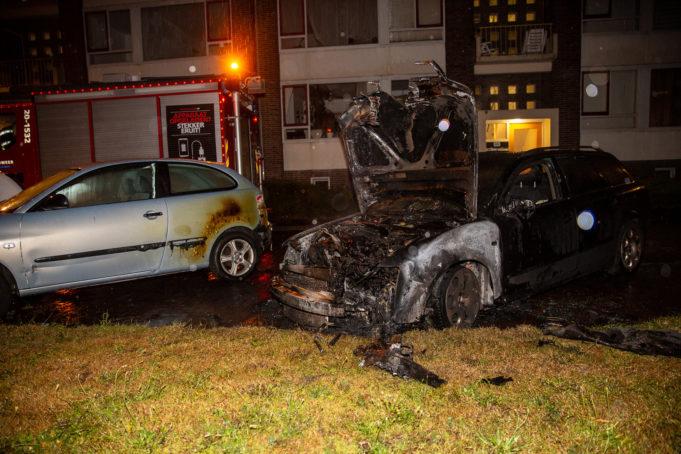 Auto brandt volledig uit in Bergen op Zoom