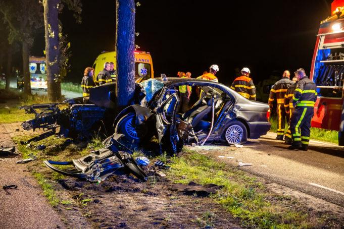 Automobilist (23) geruime tijd bekneld na ongeval