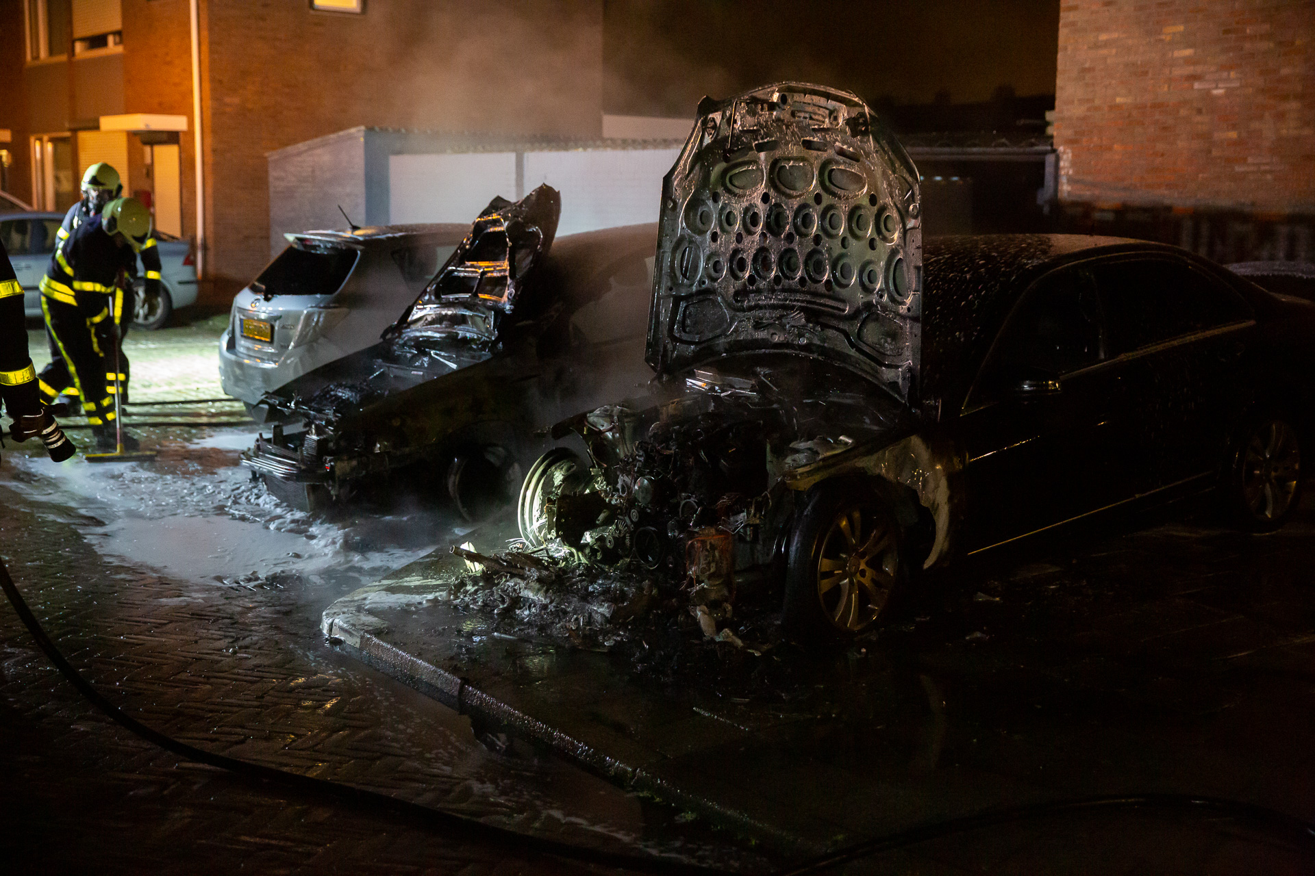 Twee auto's uitgebrand in Sint Willebrord