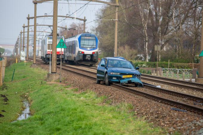 Gewonde bij aanrijding tussen personenauto en trein in Roosendaal