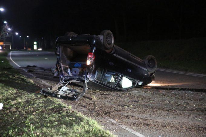 Auto ondersteboven na ongeval in Bergen op Zoom