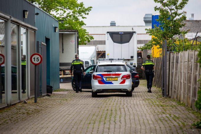 Politie doet inval op terrein aan de Scherpdeel in Roosendaal
