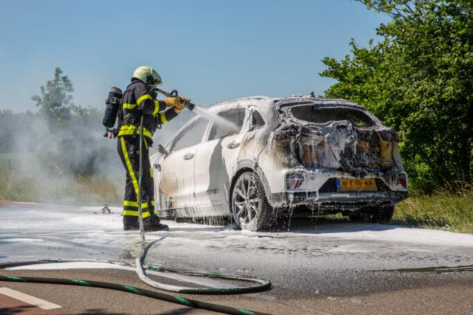 Nieuwe auto volledig uitgebrand in Wouwse Plantage