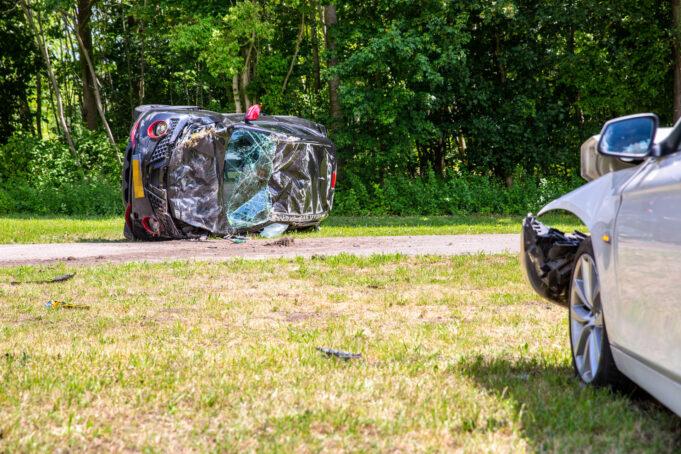 Auto slaat over de kop bij ongeval in Klundert