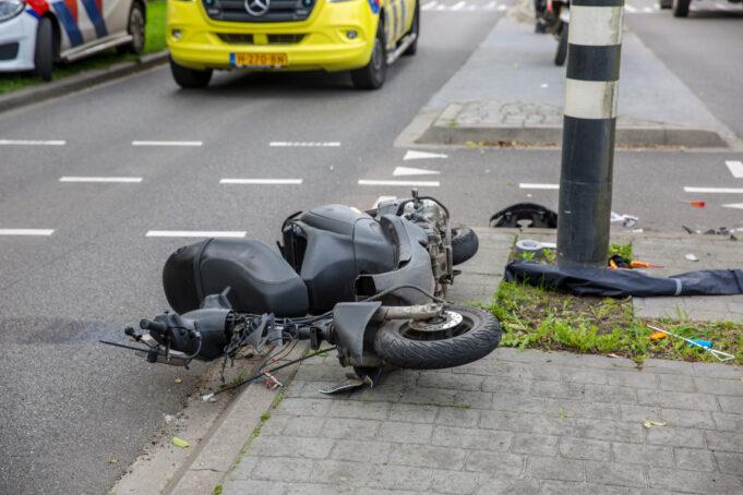 Botsing tussen bedrijfsbus en scooter