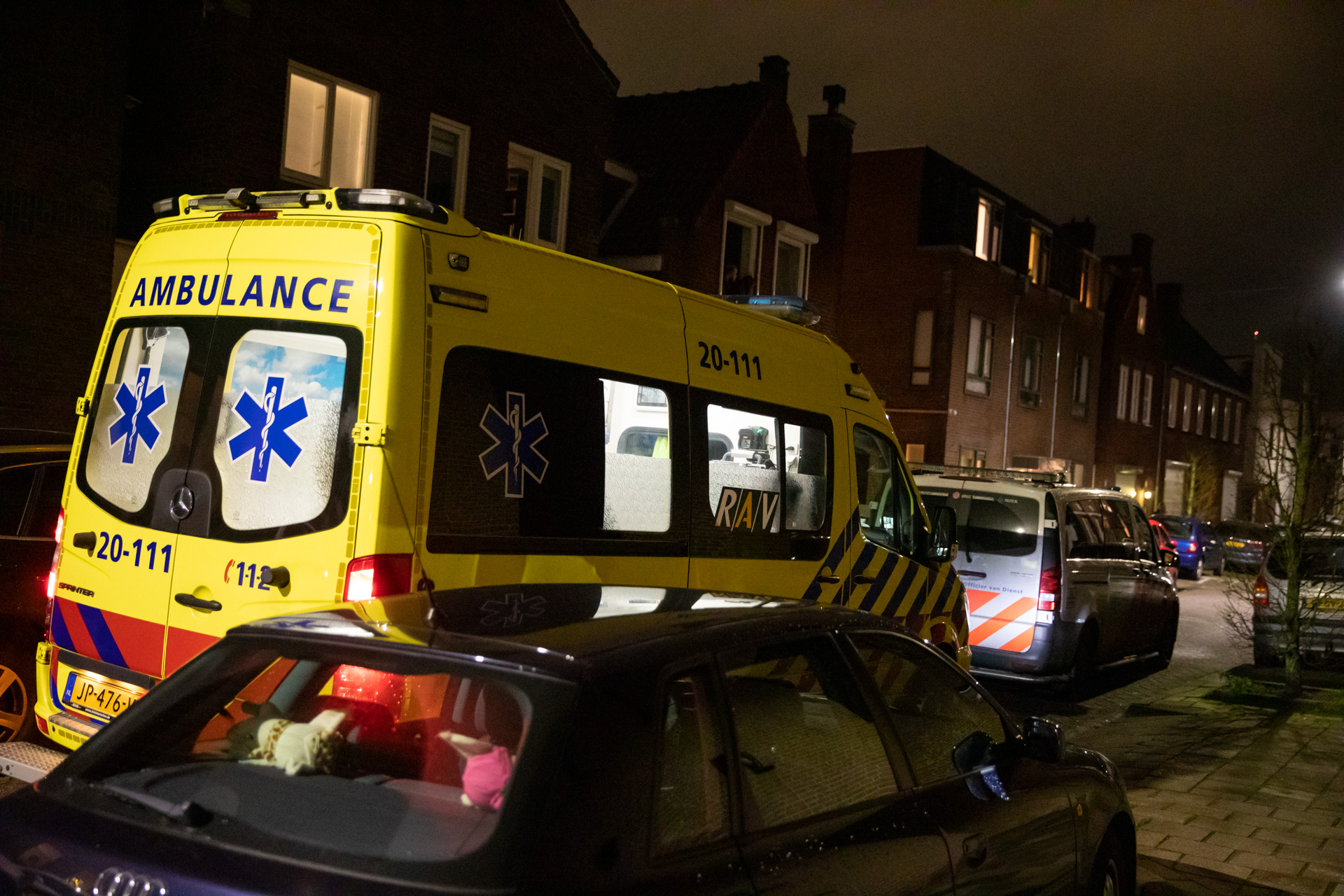 Man gestoken en geslagen in woning Damstraat, dader aangehouden