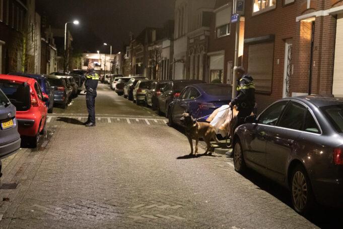 Gewonde bij steekpartij in woning Damstraat, politie zoekt gevluchte dader