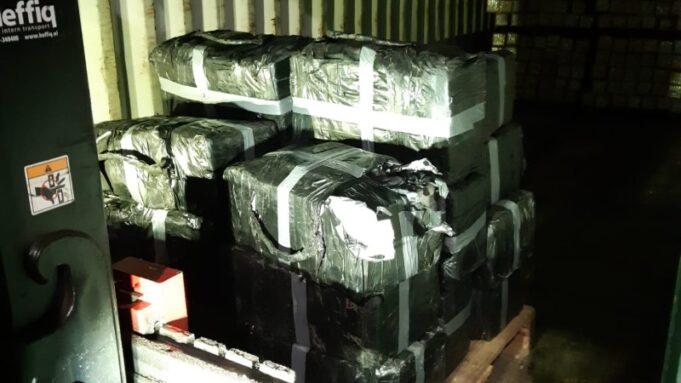 Dertig miljoen euro aan blokken cocaïne op bedrijventerrein in Roosendaal