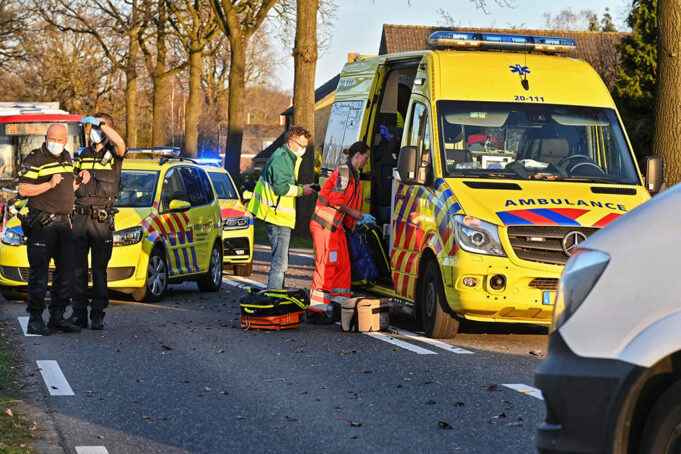 Motorrijder zwaargewond door ongeluk met bestelbus in Hoeven