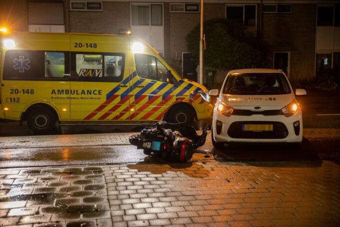 Bestuurder snorscooter gewond na botsing met auto in Roosendaal