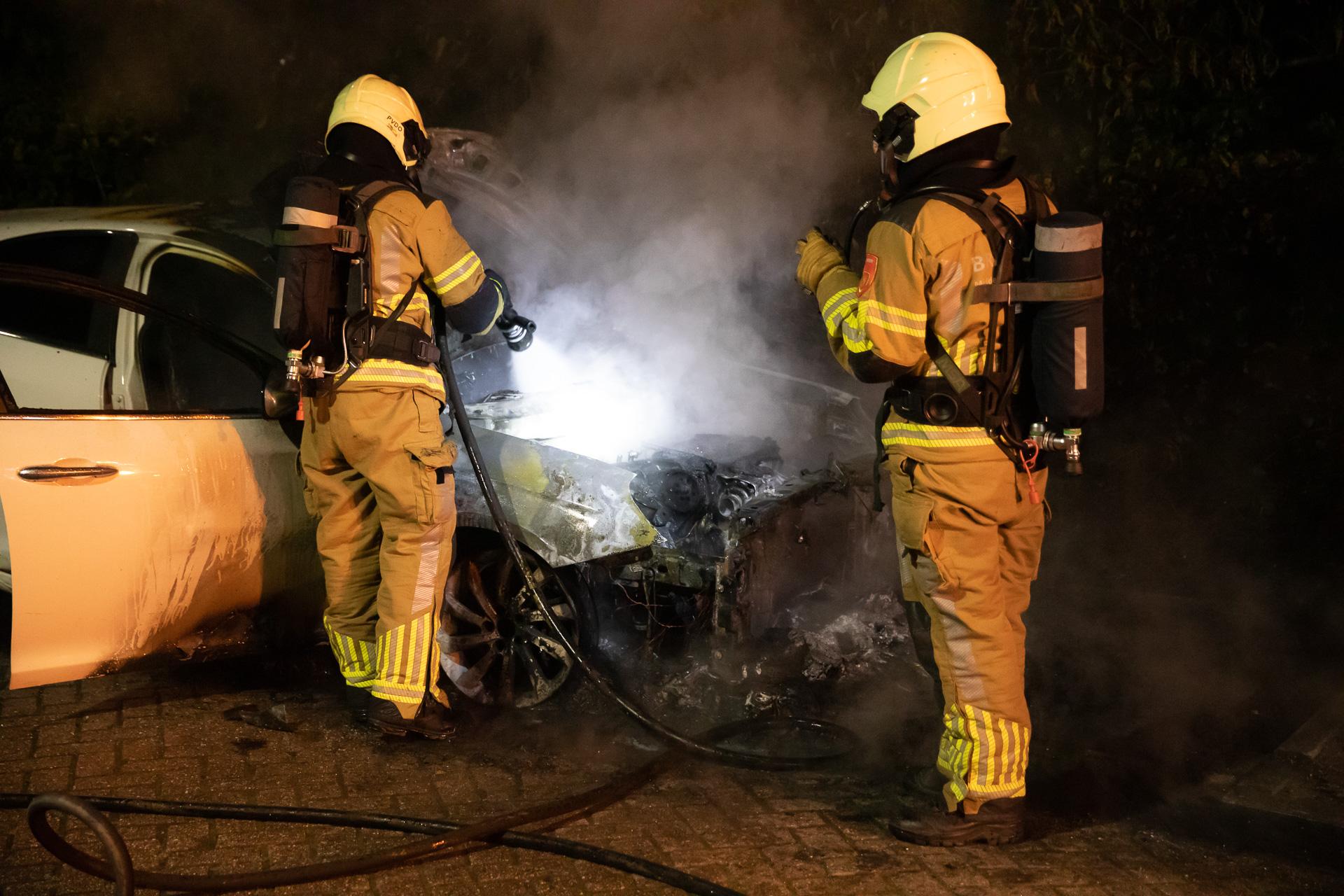 Auto volledig uitgebrand in Roosendaal