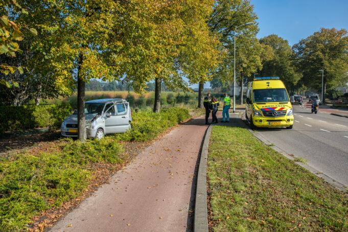 Automobiliste gewond na botsing tegen boom in Wouw